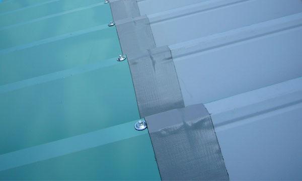 折板屋根のジョイント