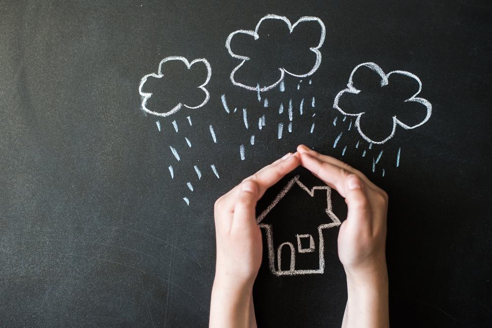 家の耐久性を保つ秘訣!雨漏りの本質と素早い応急処置の関係とは?